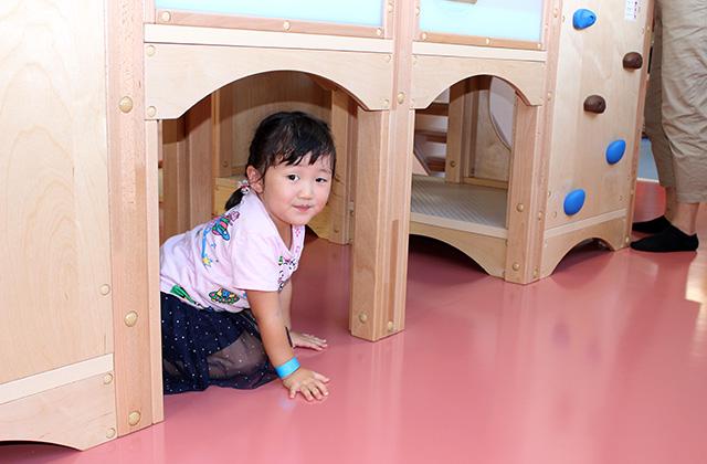 木製複合遊具・トンネル潜り