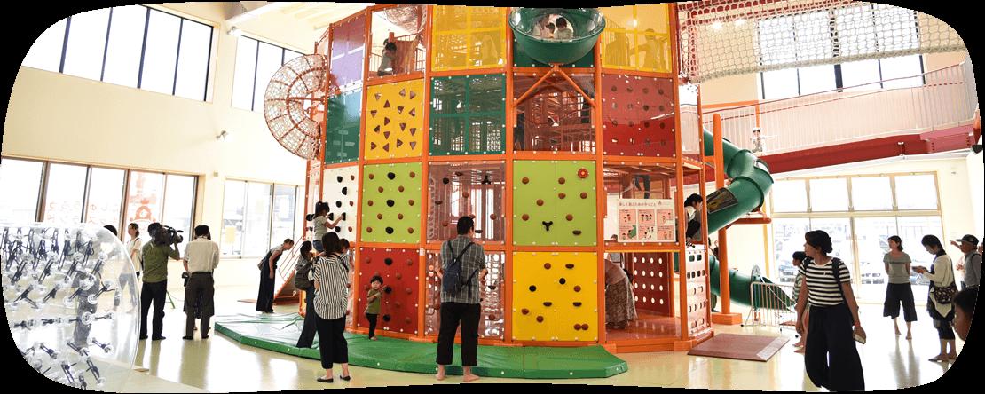 体を使って元気いっぱい遊べる迫力満点の大型遊具(1階わくわくパーク)