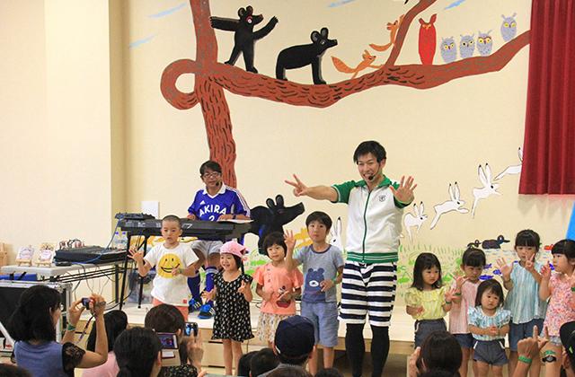 あきらちゃん&タンバリンくん「親子ふれあい遊びうたコンサート」の様子